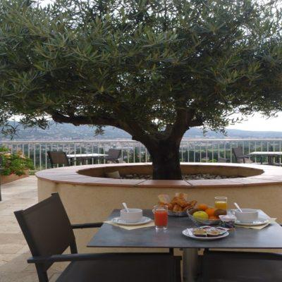 hôtel col de l ange draguignan var 83 terrasse vue panoramique piscine calme et charme