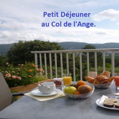 hotel-draguignan-var-83-col-de-l-ange-vue-famille-piscine-calme-pdj