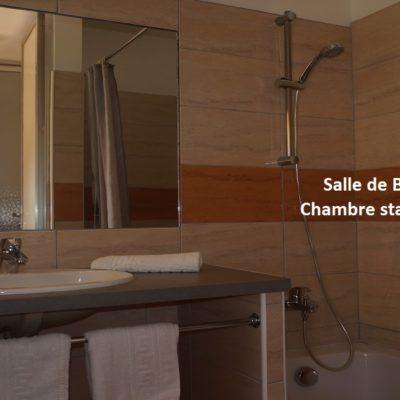 hotel-draguignan-var-83-col-de-l-ange-vue-famille-piscine-calme-salle-de-bain