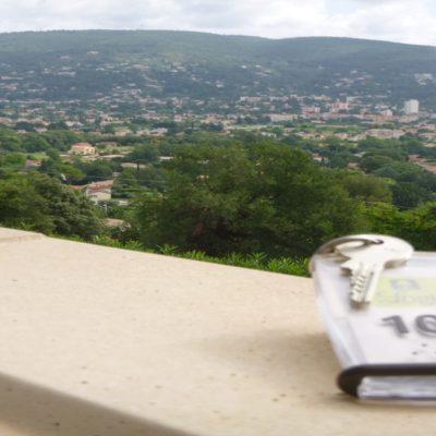 hotel-draguignan-var-83-col-de-l-ange-vue-panoramique-piscine-calme-chambre-102