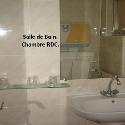 hotel-var-83-draguignan-pas-cher-piscine-calme-famille-salle-de-bain